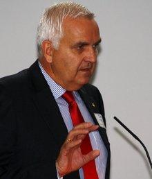 Leonhard Stärk präsentierte als Sprecher der Landesarbeitsgemeinschaft der Freien Wohlfahrtspflege in Bayern die Forderungen des Sozialen Netz Bayern.