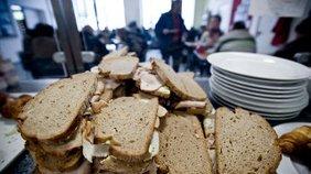 kostenlose Verpflegung mit belegten Broten in der Bahnhofsmission