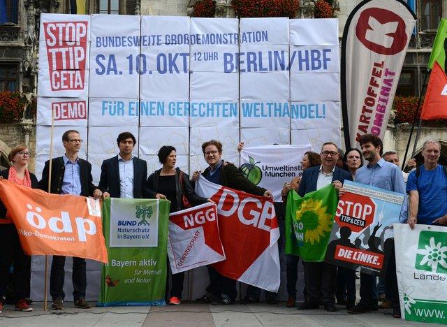 Die Gewerkschaften mobilisieren in einem breiten Bündnis zur Demo gegen TTIP und CETA am 10. Oktober in Berlin. Hier eine Aktion in München am 22. September.