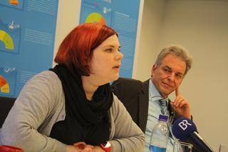 """Astrid Backmann und Matthias Jena bei der Pressekonferenz zur Vorstellung des """"Ausbildungsreports 2013 Bayern""""."""
