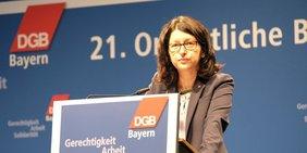 Verena Di Pasquale spricht auf der Bezirkskonferenz 2018 in Regensburg