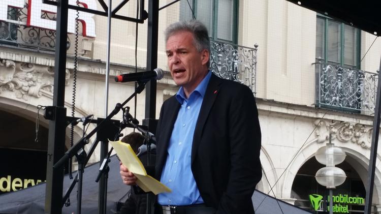 """Matthias Jena bei der Aktion """"Menschenkette gegen Rassismus"""" am 19.06.2016 in München"""