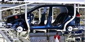 Fertigungsstrecke im Automobilwerk