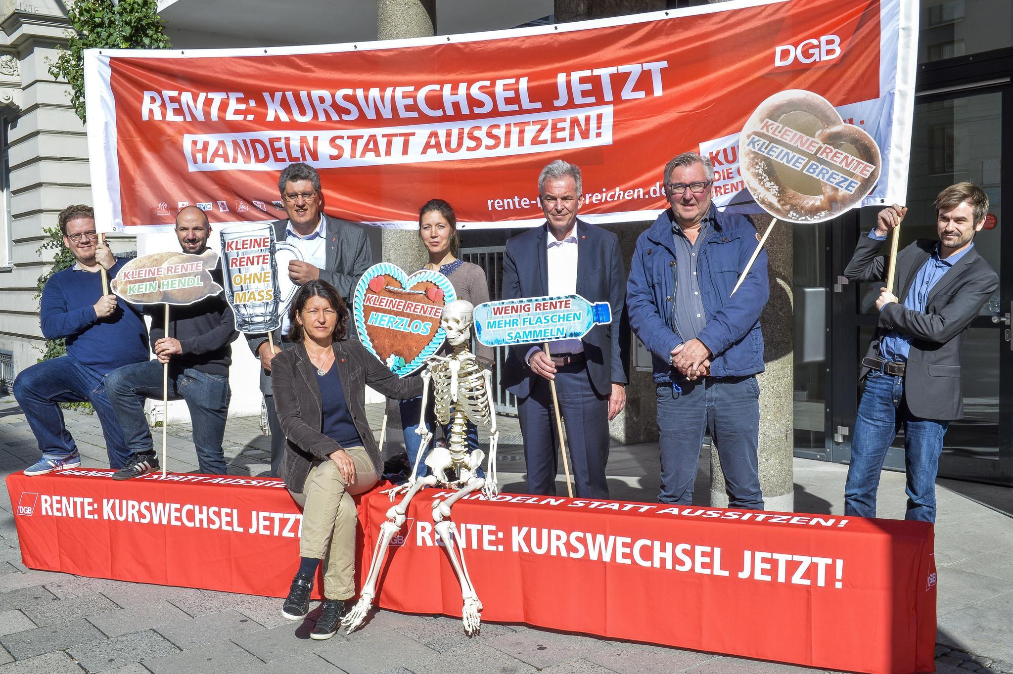Jena und Di Pasquale bei der Aktion vor dem Gewerkschaftshaus München