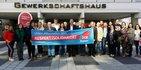 Der erweiterte geschäftsführende Vorstand des DGB Bayern vor dem Gewerkschaftshaus in Nürnberg
